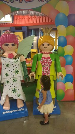 PLAYMOBIL FunPark: Some of the first characters you'll see.