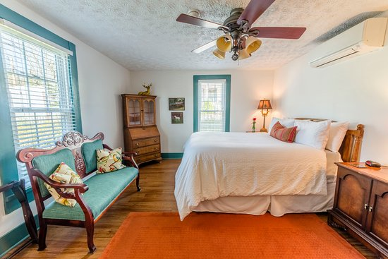 Wilmore, KY: Enjoy a restful night in one of our comfortable beds!