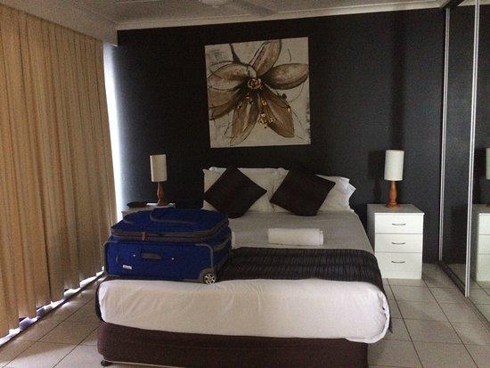 Surf Regency Apartments: Hermosa vista desde el piso 11. Habitación espaciosa con todo lo necesario. Cama confortable. In