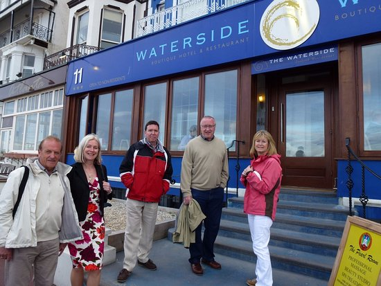 Vernon Guesthouse: Dinner on the seafront