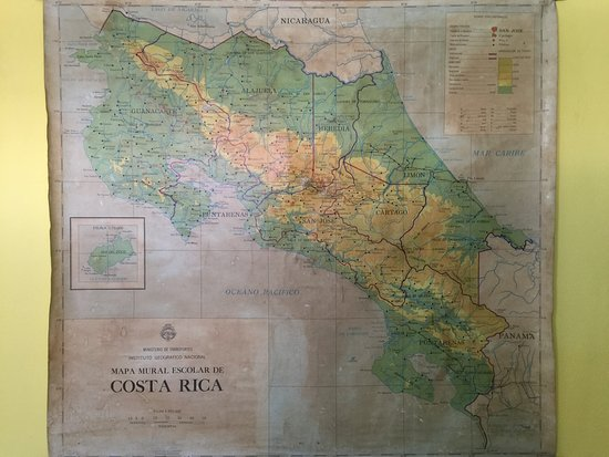 Hotel La Guaria Inn & Suites : Old 1940's map of Costa Rica near the dining room