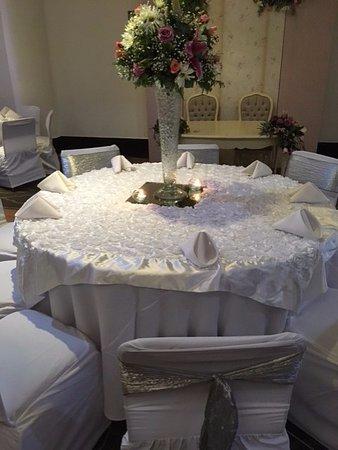 Plaza Inn Hotel: Mesa de invitados boda, sin platería, sin cubertería, sin copas,