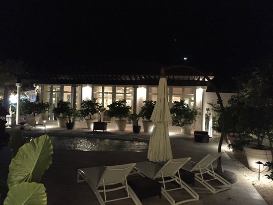 Cayman Brac: Main pool and restaurant at night