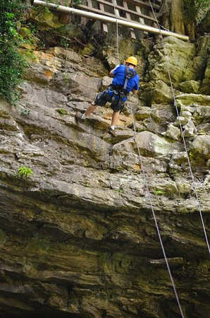 Horse Cave, KY: Rappelling