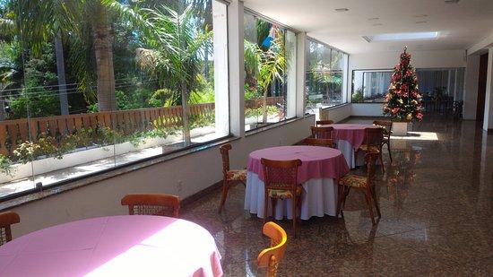 Hotel Alpina: Area de bar