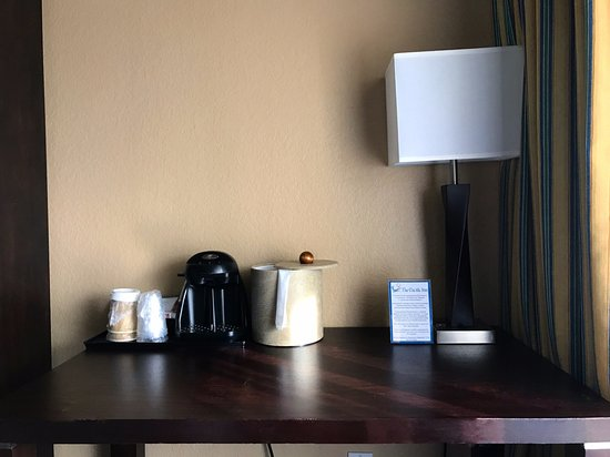 Seal Beach, CA: In-Room Coffee and desk for Standard Deluxe Rooms