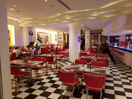 Olympic Lagoon Resort: 50'S Restaurant