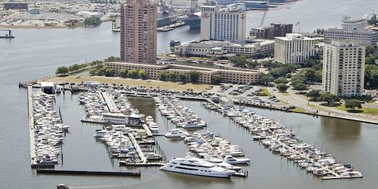 Portsmouth, VA: Great spot to start your run down the ICW. MM1. dockage, Fuel;, Service, Food and Provisions.