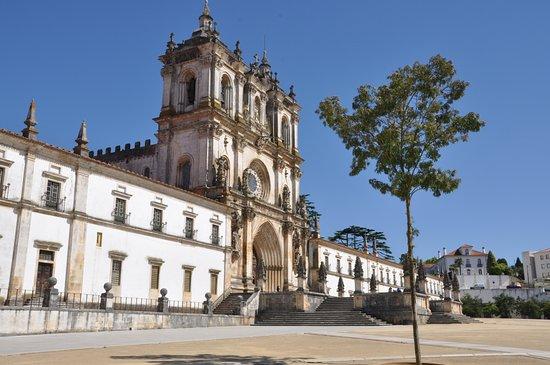 Alcobaça, Portugal: Spectacular monastery