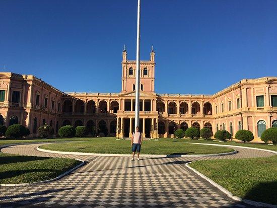 政府宮殿 (パラシオ デ ゴビエルノ)