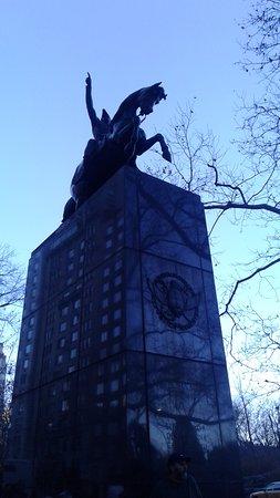edificios de new york se aprecian muy hermosos monumento al general san martn en el central park