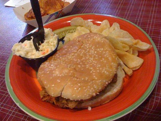 Linden, VA: Pulled Pork & Chips with Cole Slaw