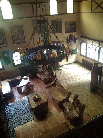Hosteria La Posta del Cazador: Living en la entrada, muy comodo, volveria para ver el hogar prendido!!, televisión, un lugar mu