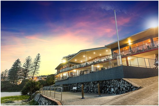 Coolum Surf Club: Front of Club looking south
