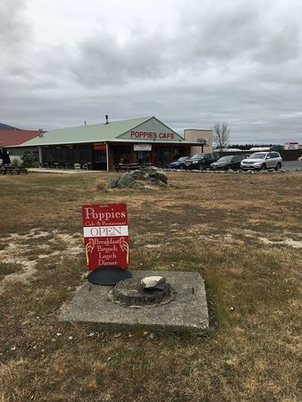 Twizel, New Zealand: Billboard Poppies Cafe