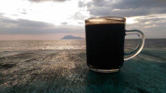 Ende, Indonesia: Pantai Ria - ngopi senja hari