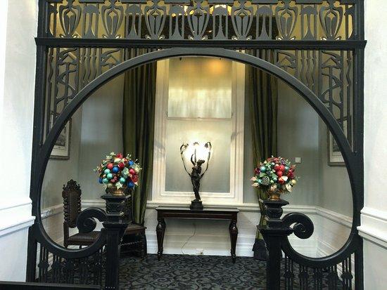 Medlow Bath, Australia: Art Deco decor in Foyer of Wintergatden Restruant at Hydro Majstic
