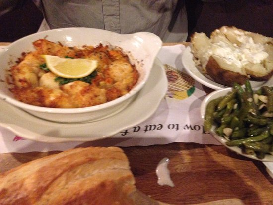 East Windsor, CT: Broiled Seafood Casserole w/Sea Scallops, Crabmeat & Shrimp