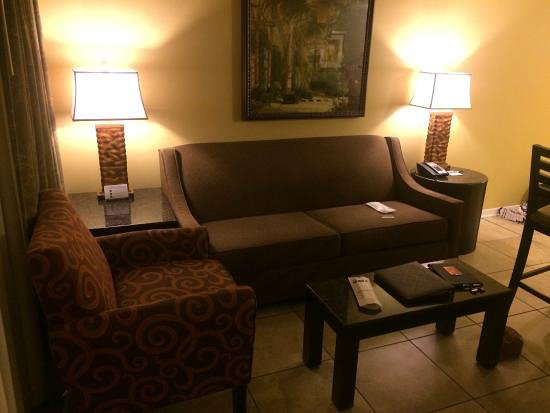 BEST WESTERN PREMIER Saratoga Resort Villas: This is basically the lounge but we had carpet.