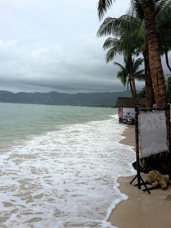 Chaweng Chalet Resort: Room 902 and beach - high tide