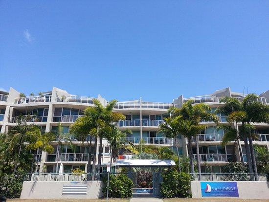 Sailport Mooloolaba Apartments: clean, reasonably priced, friendly hosts at this resort
