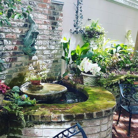 Goldfish pond and fountain private courtyard for Goldfish pond pump