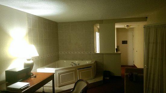 อิลิเรีย, โอไฮโอ: Days Inn & Suites Elyria