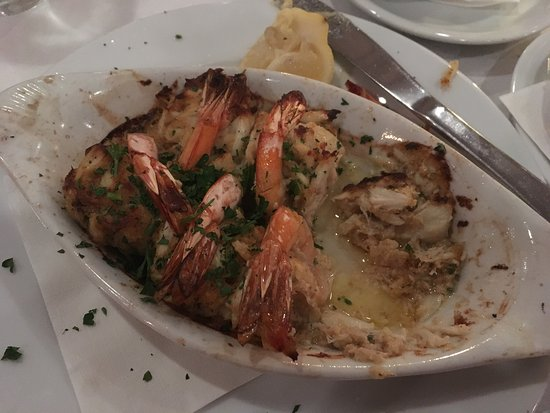 Long Island Cafe : Crab stuffed shrimp, mashed potatoes and white cheddar grits!!! Absolutely divine!!!