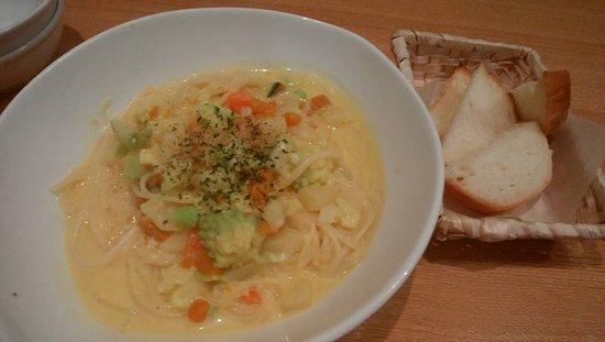 Imizu, Japan: 豆乳スープのパスタ