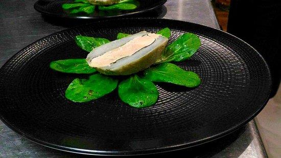 Caromb, ฝรั่งเศส: Foie gras de canard et truffes en coque d'artichaut