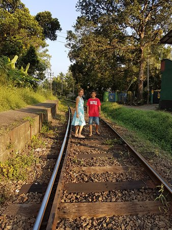 Westelijke Provincie, Sri Lanka: Trek the tracks, Hiking on railway track in Homagama, Sri Lanka