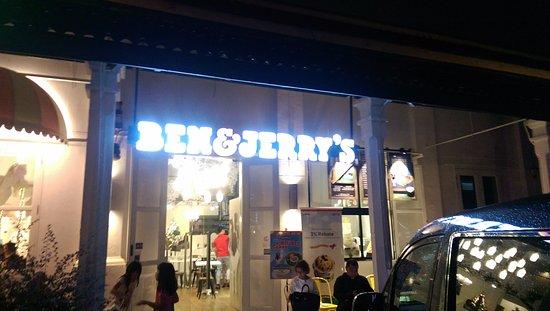 Ben & Jerry's (Dempsey): front