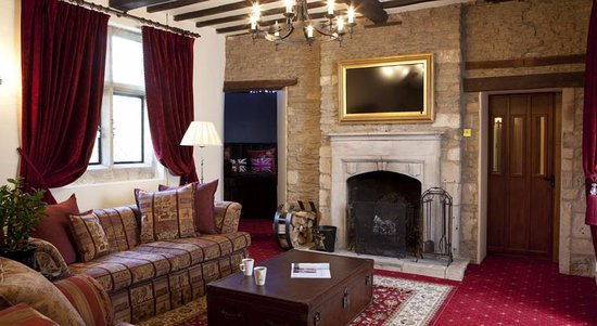 Norton St Philip, UK: Enjoy your afternoon tea by the fire