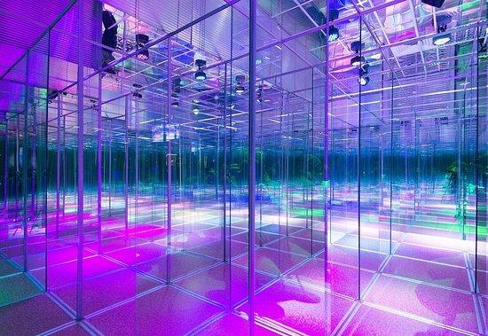 Glass Labyrinth Funhall