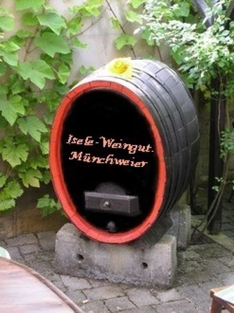 Ettenheim, Germany: Altes Winzerhandwerk, der Fasswein!