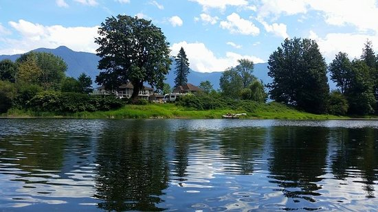 Agassiz, แคนาดา: Spectacular Waterfront Property