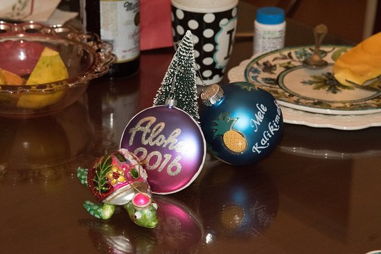 Haiku Plantation Inn: Maui Bed and Breakfast: Sandy gave us all presents for Christmas.