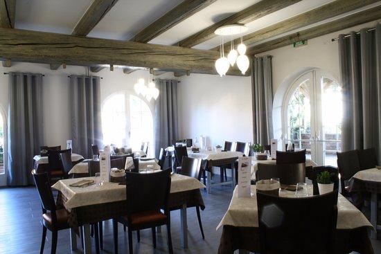 Le Soufflet: salle du restaurant renové
