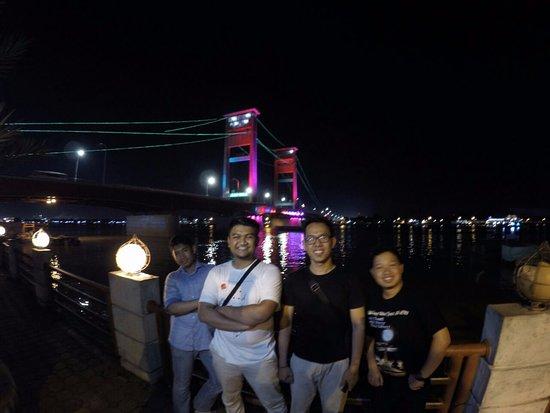 Jembatan Ampera lebih indah dikunjungi malam hari