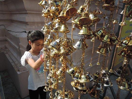 วัดพระปฐมเจดี: ทำบุญถวายระฆังเงิน ระฆังทอง