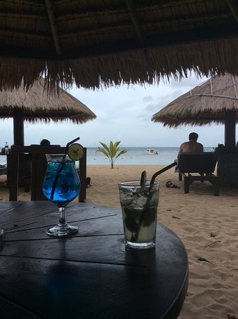 Matahari Terbit Bali Deluxe Bungalows: Cheap 2 for 1 cocktails ❤️