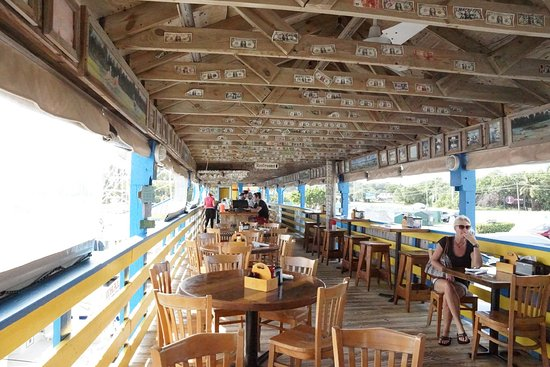 Terrasse ombragée restaurant Whaoo\'s - Picture of Wahoo\'s Bar and ...