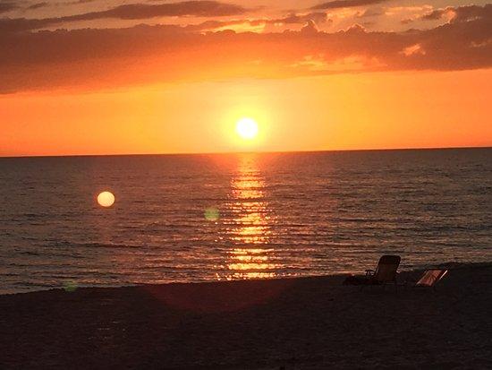 Madeira Vista Condominiums: Gulf Sun Set