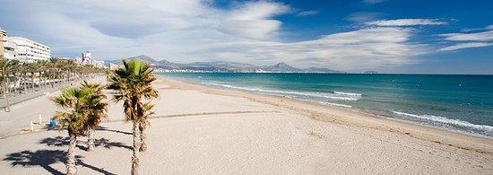 Hotel Villa San Juan : Panorámica de la Playa de San Juan, a solo dos Km de nuestro establecimiento.