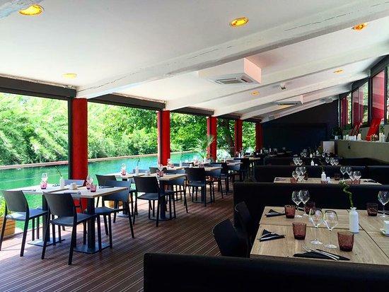 Pegomas, Francia: Salle intérieur avec coin banquette