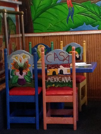 Chippewa Falls, WI: Table for 4 just inside the front door, all chairs and even the tabletops have eye appealing art
