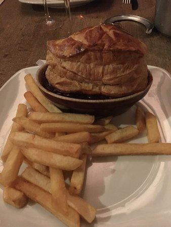 Shipton under Wychwood, UK: Steak and ale pie. Proper food!