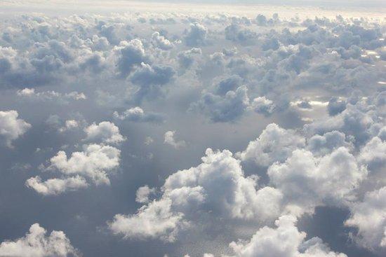 Les Milles, France: Volez au dessus des nuages