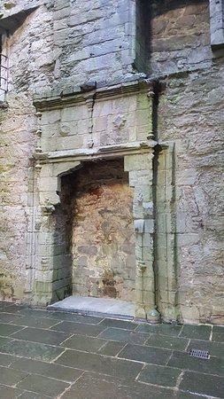 Kilmartin, UK: Inside Carnasserie Castle