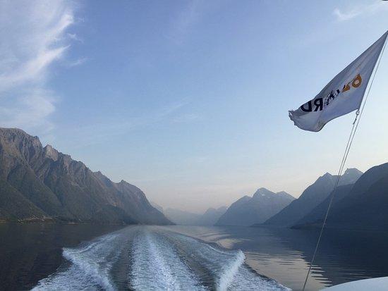 Boat trip Hjorundfjord incl. lunch at Hotel Union Oye